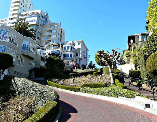San Francisco Lombard Street_compressed