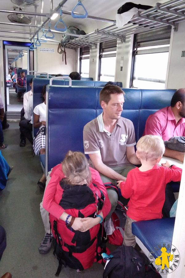 Voyage enfant Sri Lanka transport en train